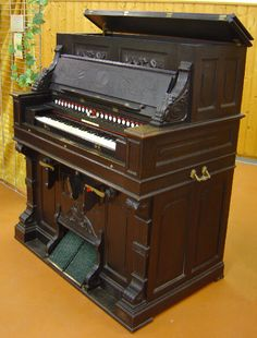 """Dumont Médiophone, model G """"Renaissance"""" - from the collection of the French Harmonium Association"""