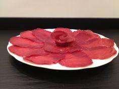 Servire la #bresaola, il modo più semplice e veloce per avere un antipasto o un secondo piatto #ricetteveloci