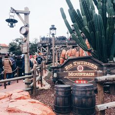 Big Thunder Mountain found in Westernland. World Disney, Disney Day, Disney Magic, Punk Disney, Disneyland California, Tokyo Disneyland, Park Pictures, Disney Pictures, Disney Aesthetic
