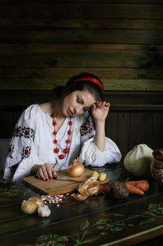 Romanian People, Costumes Around The World, Baby Girl Pictures, Fantasy Drawings, European Girls, Arab Women, Russian Beauty, Folk Fashion, Beautiful Girl Image