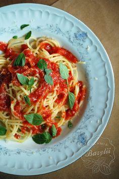 Spaghetti napoli | Kuchnia Bazylii