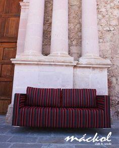 Sillon rojo de rayas #Mackol #VisteTuEvento