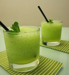 Traguitos, smoothies, etc Non Alcoholic Drinks, Cocktail Drinks, Smoothie Drinks, Smoothies, Mojito Recipe, Thermomix Desserts, In Vino Veritas, Vegetable Drinks, Sangria