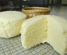 Chinese steamed egg cake eggs (about 3 large eggs), beaten sugar cake flour, sifted twice vegetable oil In the bowl of a stand mixer attached to a whisk, on high speed, beat t… Steamed Sponge Cake Recipe, Steamed Cake, Sponge Cake Recipes, Steamed Buns, Chinese Steam Cake Recipe, Chinese Cake, Chinese Food, Chinese Sponge Cake Recipe, Asian Snacks
