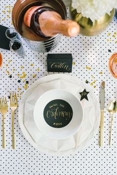 Kate Spade inspired modern place setting #wedding #black #goldblack #placesetting #blackwhite
