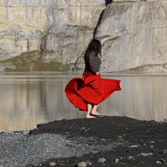 Tanzen bewegt nicht nur den Körper, sondern auch die Seele. Hier tanze ich am Ufer des Oeschinensees. Fashion, Dance, Moda, Fashion Styles, Fasion