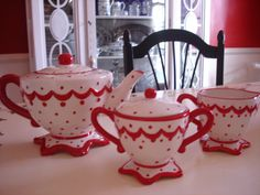 white with red teapots | told you it was cute!!