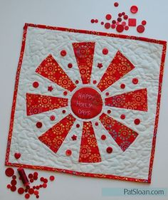 Pat Sloan Happy Holly Days tutorial for dresden pinwheel quilt with dresden ruler called pie ruler