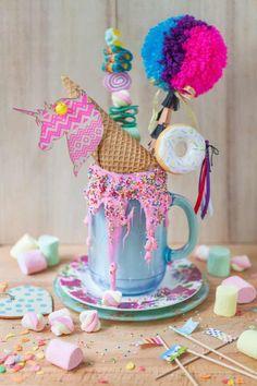 Do unicorns poop marshmallows? This Unicorn Cereal Milk freakshake does! Bebidas Do Starbucks, Starbucks Drinks, Cute Desserts, Delicious Desserts, Yummy Food, Fun Drinks, Yummy Drinks, Monster Milkshakes, Unicorn Milkshake