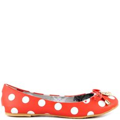 Every step you take, Little Lamby is sure to go. This adorable ballerina flat features a coral and white polka dot synthetic upper and skulls.  Completing the look is a charm and bow detail at the vamp.