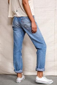 Vintage LEVI'S Boyfriend Jeans In Your Size Denim Levi Highwaist Vintage Distressed Jeans Jeans Levi's, All Jeans, Outfit Jeans, Shoes With Jeans, Distressed Jeans Outfit, Rolled Jeans, Mode Outfits, Jean Outfits, Fashion Outfits