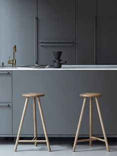 Super matte alert! Check out this amazing kitchen and find the look here: www.rehau.com/us-en/furniture/surfaces/matte/fenix