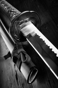 Japanese Tattoo Art, Japanese Art, Aikido, Armas Ninja, Samurai Swords Katana, Samurai Artwork, Japanese Sword, Japanese Sleeve, Samurai Tattoo