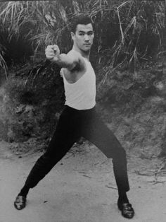 Jeet Kune Do, Bruce Lee Photos, Hand To Hand Combat, Kung Fu, Karate, Physique, Martial Arts, Cinema, Gesture Drawing