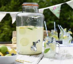 Hand picked cocktail recipes that are perfect for serving up in your Kilner Drinks Dispenser. Pitcher cocktails, party drinks, drinks dispenser drinks.