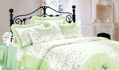 Памучен комплект спално бельо за персон и половина в бледо зелен цвят. Нежни, малки цветя в оранжево и зелено, придават раздвиженост на десена. Нежната на допир материя на сатенирания памук допринася за уюта и комфорта на вашия сън.