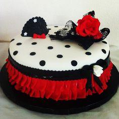 Flamenco cake Beautiful Cakes, Amazing Cakes, Flamenco Party, Paella Party, Kreative Desserts, Spanish Party, Polka Dot Cakes, Girly Cakes, Pretty Cupcakes