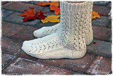 Suvikumpu: Pitsisukat Crochet Socks, Knit Mittens, Knitting Socks, Hand Knitting, Knit Crochet, Knit Socks, Boot Cuffs, How To Start Knitting, Long Johns