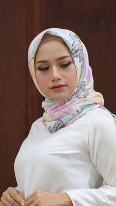 """""""I think you actually WANT me to spank you, don't you, Jones? Arab Girls Hijab, Girl Hijab, Muslim Girls, Beautiful Muslim Women, Beautiful Hijab, Beautiful Body, Casual Hijab Outfit, Hijab Chic, Moslem"""