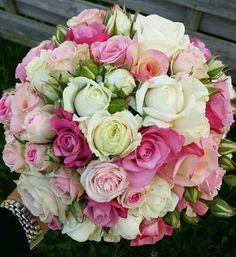 Rundgebunden Source by The post Rundgebunden appeared first on Burunly. Fall Wedding Bouquets, Bride Bouquets, Bridesmaid Bouquet, Floral Bouquets, Romantic Wedding Colors, Floral Wedding, Dream Wedding, Wedding Day, Blush Bouquet