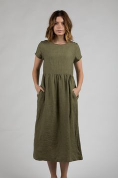 5 Dress Styles That Will Make You Look Thinner. While particular ladies wear products you see on the runway might look terrific on models, they might not look great on every woman. Dresses For Teens, Simple Dresses, Summer Dresses, Clothing Patterns, Dress Patterns, Linen Dress Pattern, Linen Tunic, Linen Dresses, Muslin Dress