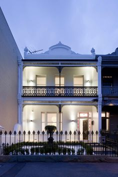 Bridport Residence is a up to date two story Victorian terrace designed by Matt Gibson Architecture + Design, situated on Bridport Street, in Melbourne, V Architecture Design, Australian Architecture, Victorian Architecture, Residential Architecture, Amazing Architecture, Stairs Architecture, Terrace House Exterior, Victorian Terrace House, Modern Victorian