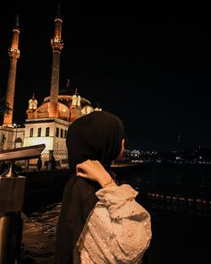 21 Ramdan   2:00 AM Stylish Hijab, Casual Hijab Outfit, Hijab Chic, Niqab Fashion, Street Hijab Fashion, Muslim Fashion, Mode Instagram, Instagram Pose, Hijabi Girl