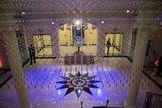 Wedding Venues The Museum of the City of New York is the perfect venue for a Gatsby Wedding! Fleur Seule performed Prohibition Era music in the gorgeous Art Deco Rotunda. Photo by Ira Lippke. Wedding Venues in NYC Receptions Summer Wedding Venues, New York Wedding Venues, Beautiful Wedding Venues, Wedding Themes, Wedding Designs, Gatsby Wedding, Wedding Vintage, Wedding Bride, Tavern On The Green