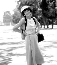 Gabrielle 'Coco' Chanel (76) - 1959 - Paris - Les Tuileries - Photo by Willy Rizzo
