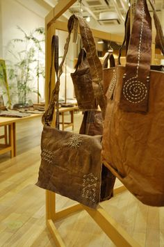 ババグーリ本店でネパールの小さな村のバッグ展がはじまりました。