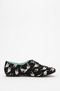 these shoes! kittehs! (wonder if they're comfortable?)