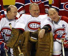 Steve Shutt, KenDryden et Bob Gainey en tant qu'invités d'honneur lors d'un match au Centre Bell contre leurs éternels rivaux, les Bruins de Boston entourant les célébrations du centenaire du Canadien de Montréal le 4 décembre 2009, soit exactement 100 ans après la fondation du club de hockey. Durant ce match. l'attaquant Michael Cammalleri réussit un tour du chapeau dans une victoire convaincante de 5-1 pour les Canadiens. Hockey Goalie, Hockey Teams, Hockey Players, Ice Hockey, Montreal Canadiens, Bruins De Boston, Ken Dryden, Goalie Mask, Football Memes