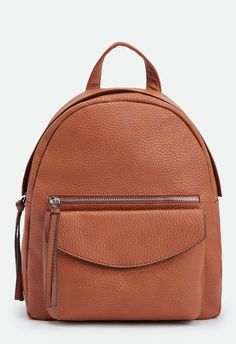 La versatilidad de esta mochila la hace perfecta para cualquier ocasión. Diseño minimalista, con cierre de cremallera y compartimento frontal....