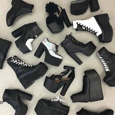 Clothes Ideas Archives - Best DIY and Crafts Ideas Fashion Mode, Punk Fashion, Gothic Fashion, Fashion Shoes, Fashion Outfits, Fashion Trends, Fashion Beauty, Pretty Shoes, Cute Shoes