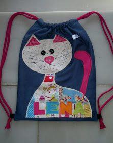 Gatos Consentidos: Bolsos y carteritas con gatos Sewing For Kids, Baby Sewing, Felt Purse, Denim Crafts, Patchwork Bags, Candy Bags, Denim Bag, Girls Bags, Kids Backpacks