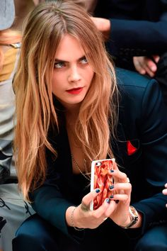 Cara Delevingne HAIR is so simple but cute Hair Inspo, Hair Inspiration, Cara Delevingne Hair, Pretty People, Beautiful People, Mannequins, Ideias Fashion, Hair Beauty, Beauty Art
