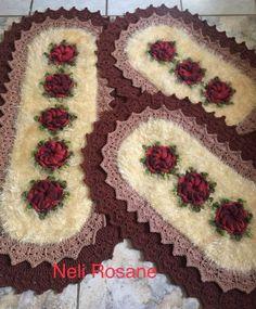 (Vídeo) aprenda a fazer crochê passo a passo agora mesmo, clique na foto. -------------------------------------------------------------------   #crochê #bordado #tricô #tricotar #crochetar #croche, crochês, crochê para iniciante, crochê passo a passo, crochê de grampo, crochê gráfico, crochê moderno, crochê em barbante,  crochê diferente, crochê crochê, crochê bordado Bathroom Rugs, Fashion Bags, Crochet Projects, Bohemian Rug, Lily, Diy Crafts, Blanket, Crocheting, Home Decor
