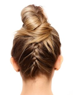 Dry Bars And More: Top 7 Niche Salons For Great Hair, Fast Love this fun and flirty upside down braid bun!Love this fun and flirty upside down braid bun! Good Hair Day, Great Hair, Pretty Hairstyles, Braided Hairstyles, Summer Hairstyles, Wedding Hairstyles, Hair Cute, Upside Down Braid, Blow Dry Bar