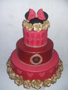 bolo fake minnie Realeza #bolofakeminnie #bolominnie #festaminnie #minnie Bolo Fake Minnie, Family Cake, Crown, Cakes, Pink Bows, Candy Table, Cake Ideas, Red Roses, Cake Toppers