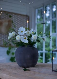 Sisustussuunnittelua, inspiraatiota ja arjen kauneutta. Inredning, inspiration och vardagens skönhet. Bunch Of Flowers, Rustic Interiors, Country Style, Interior And Exterior, Beautiful Flowers, Vase, Plants, Inspiration, Bouquets
