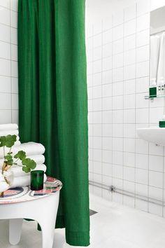 One apartment threeways - desire to inspire - desiretoinspire.net smaragdno zeleni detalji u kupaoni