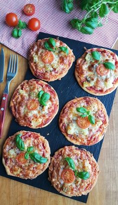 Gluteenittomat pikkupizzat | Himoleipuri Eat Seasonal, 200 Calories, Bruschetta, Food Pictures, Healthy Recipes, Healthy Food, Gluten Free, Baking, Ethnic Recipes