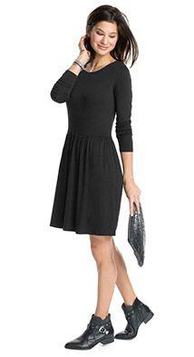 Passform:  - taillierter, figurnaher Schnitt - Rückenlänge in Gr. L ca. 86 cm (kann je nach Gr. variieren)   Material / Pflege:  - wunderbar weicher Feinstrick - Materialstärke: leicht und eher dünn - Dehnbarkeit: elastisch - Transparenz: blickdicht  Details:  - weiter Rundhalsausschnitt mit glattem Bund - lange schmale Ärmel - eingefasste Naht in der Taille - ausgestellter Rock mit Faltenwurf