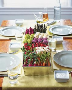 Outdoor gatherings call for nature-inspired, easy-to-assemble arrangements. Our ideas are as simple as they are beautiful.