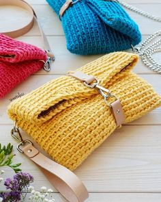 Diy Crafts - The crochet bags can be as small as a simple bag to carry the necessary or large as a market bag to carry the shopping. Crochet Wallet, Free Crochet Bag, Love Crochet, Diy Crochet, Crochet Crafts, Crochet Kits, Diy Crafts, Crochet Handbags, Crochet Purses