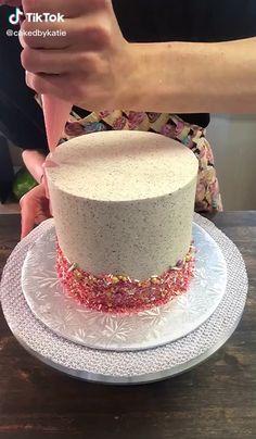 Buttercream Cake Decorating, Oreo Buttercream, Cake Decorating Videos, Cake Decorating Techniques, Juice Recipes, Baking Recipes, Butter Icing Cake Designs, Brushstroke Cake, Bolo Minnie