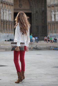 Love everything about this outfit!  Check out that clutch <3