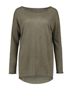 Relaxt silhouet, off shoulder, lange mouwen, comfortabel en stijlvol. De pullover heeft een elegante hals, loose- fit pasvorm en self finished afwerking.