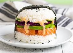 Sushi burgers consist of two buns molded out of sushi rice, and then packed with fillings like raw fish, avocado, and veggies. Here's how to make a skinny one at home.