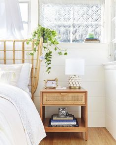 Struggling to outfit your small space? Nate Berkus has a helpful tip that'll help get you on track—plus, three other easy ideas for tiny home design to get you started. Nate Berkus, Built In Sofa, Small Couch, Small Space Design, Spring Home Decor, Large Furniture, Plywood Furniture, Modern Furniture, Furniture Design